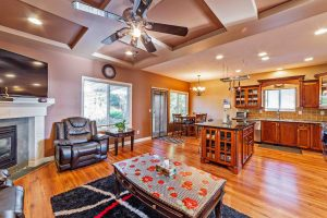 kitchen and dinning rom of home for sale in Mission B.C.